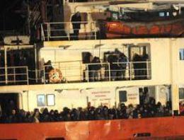 Terk edilmiş gemide 970 göçmen bulundu