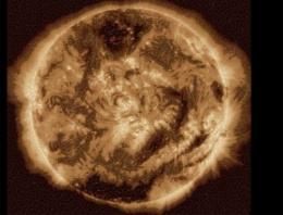 Güneş'te büyük patlama! Dünyaya ulaştı