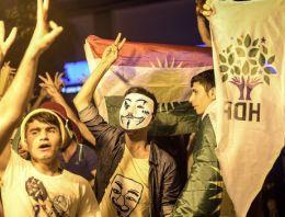 Diyarbakır'dan ilk yorumlar: Halk barajı yıktı