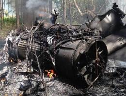 F-16 ile yolcu uçağı havada çarpıştı!