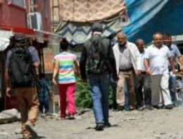FT: Öfkeli Kürt gençler silaha sarılıyor