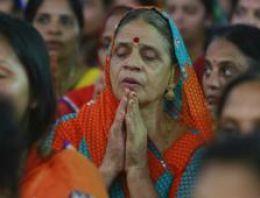 Hindistan'da ibadet olarak ölümü seçme yasağı kaldırıldı