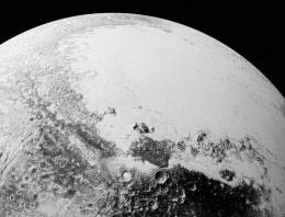 NASA Plüton'dan etkileyici fotoğraflar sundu