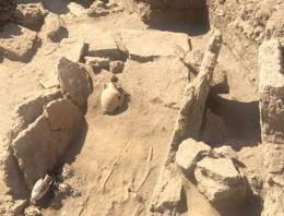 Pompei'de 2 bin yıllık mezar bulundu
