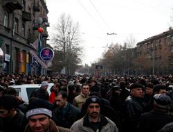 Erivanda 15 bin kişi yürüyor