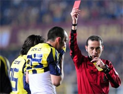 UEFAdan Cüneyt Çakıra müjde