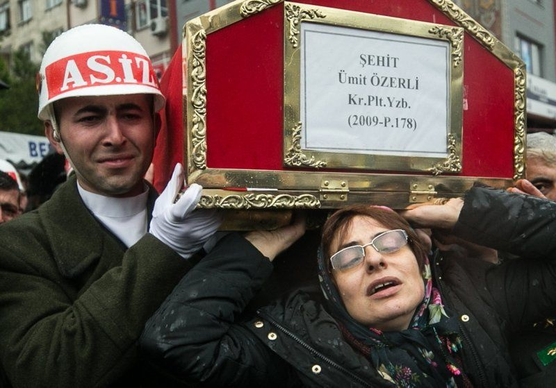 Şehit Pilot Yüzbaşı Özerli, İzmir'de gözyaşlarıyla uğurlandı - Sayfa 7