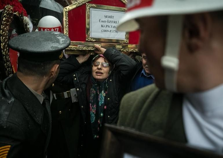 Şehit Pilot Yüzbaşı Özerli, İzmir'de gözyaşlarıyla uğurlandı - Sayfa 1