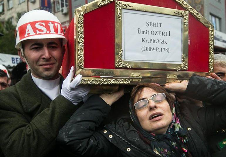 Şehit Pilot Yüzbaşı Özerli, İzmir'de gözyaşlarıyla uğurlandı - Sayfa 5