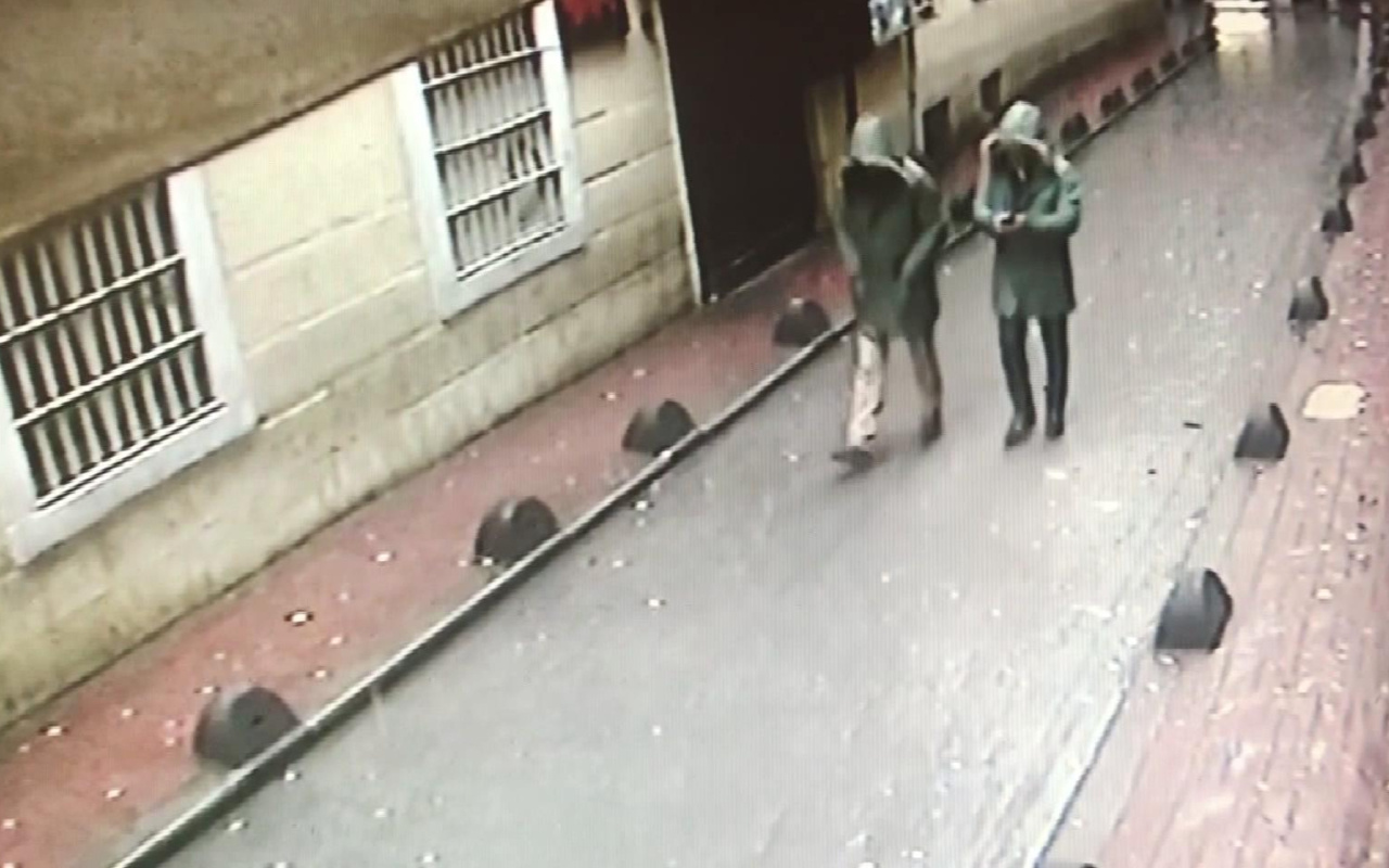 Beyoğlu'nda Manukyan'a ait eski binada çökme
