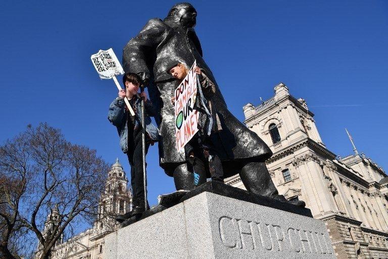 İngiltere'de öğrencilerden iklim değişikliği protestosu