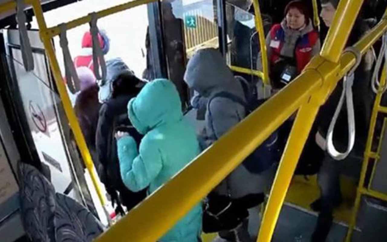 Otobüste akılalmaz hırsızlık! Kameraya böyle yakalandı!