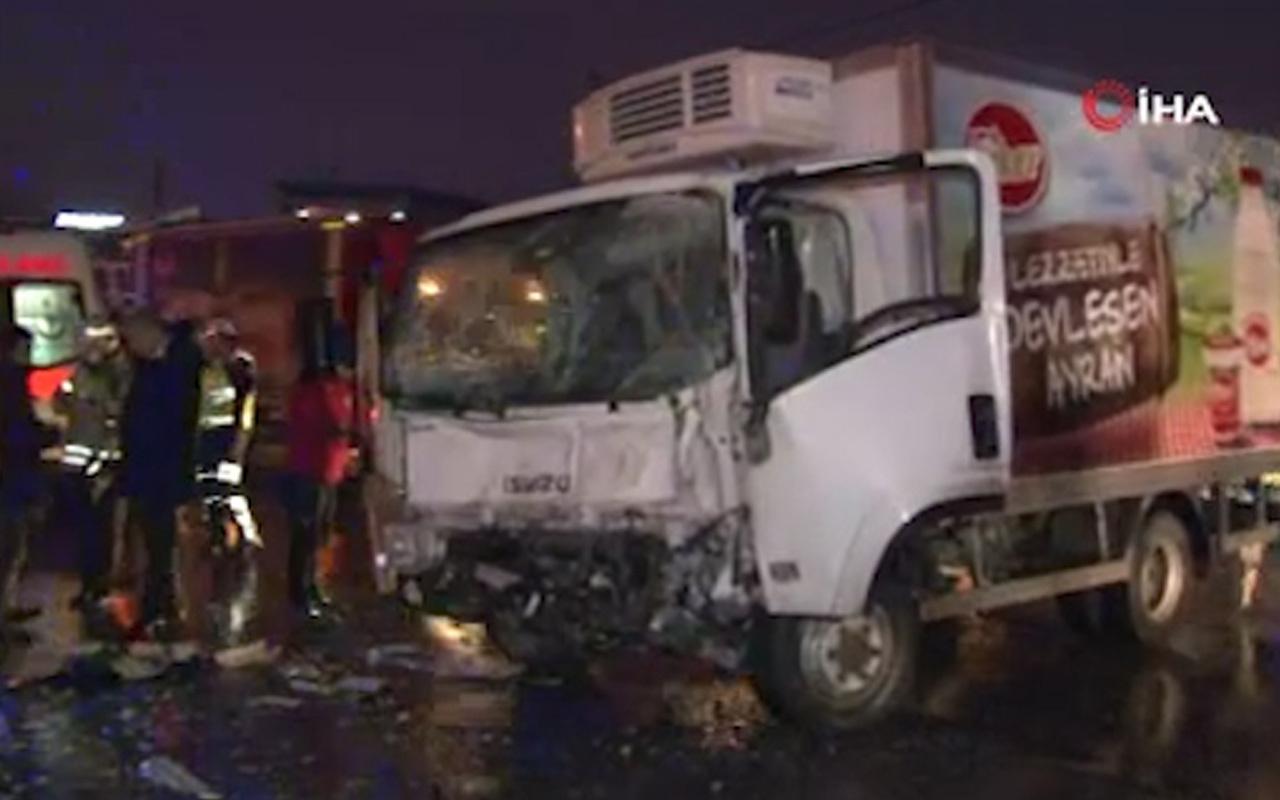 Ümraniye'de servis midibüsü ile kamyonet çarpıştı: 1 yaralı