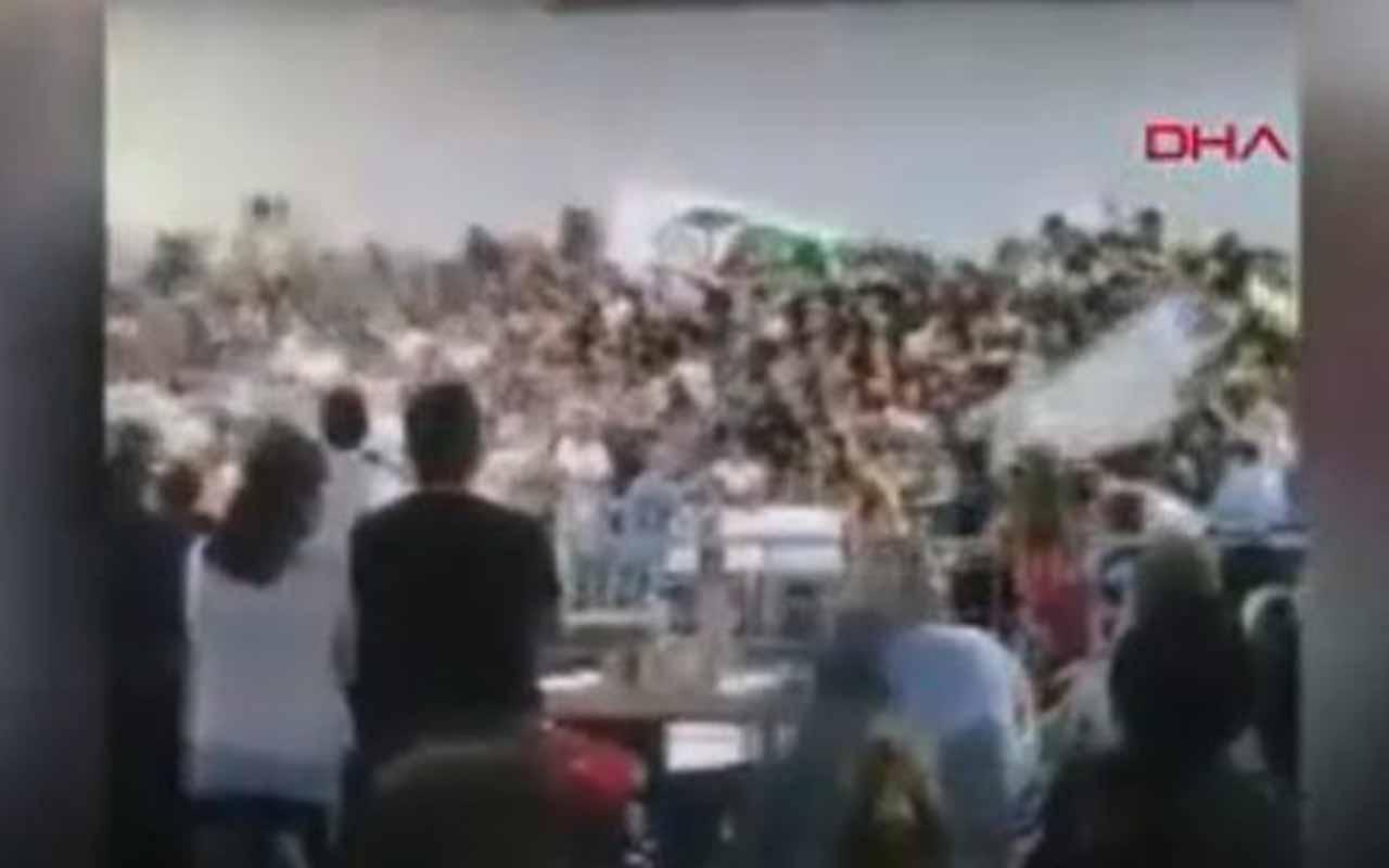Arjantin'de karnavalda sahne çöktü