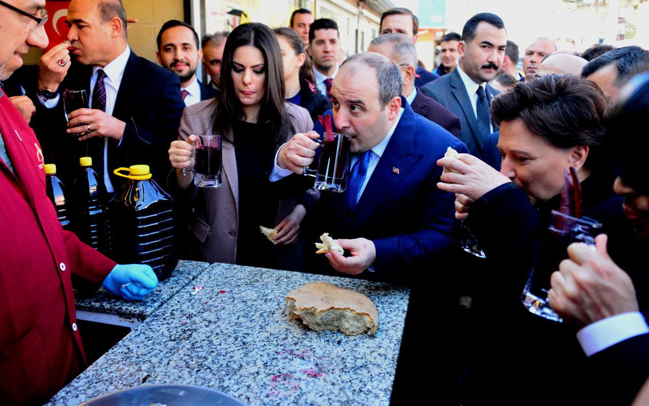 Bakan Mustafa Varank esnafı ziyaret edip şalgam suyu içti