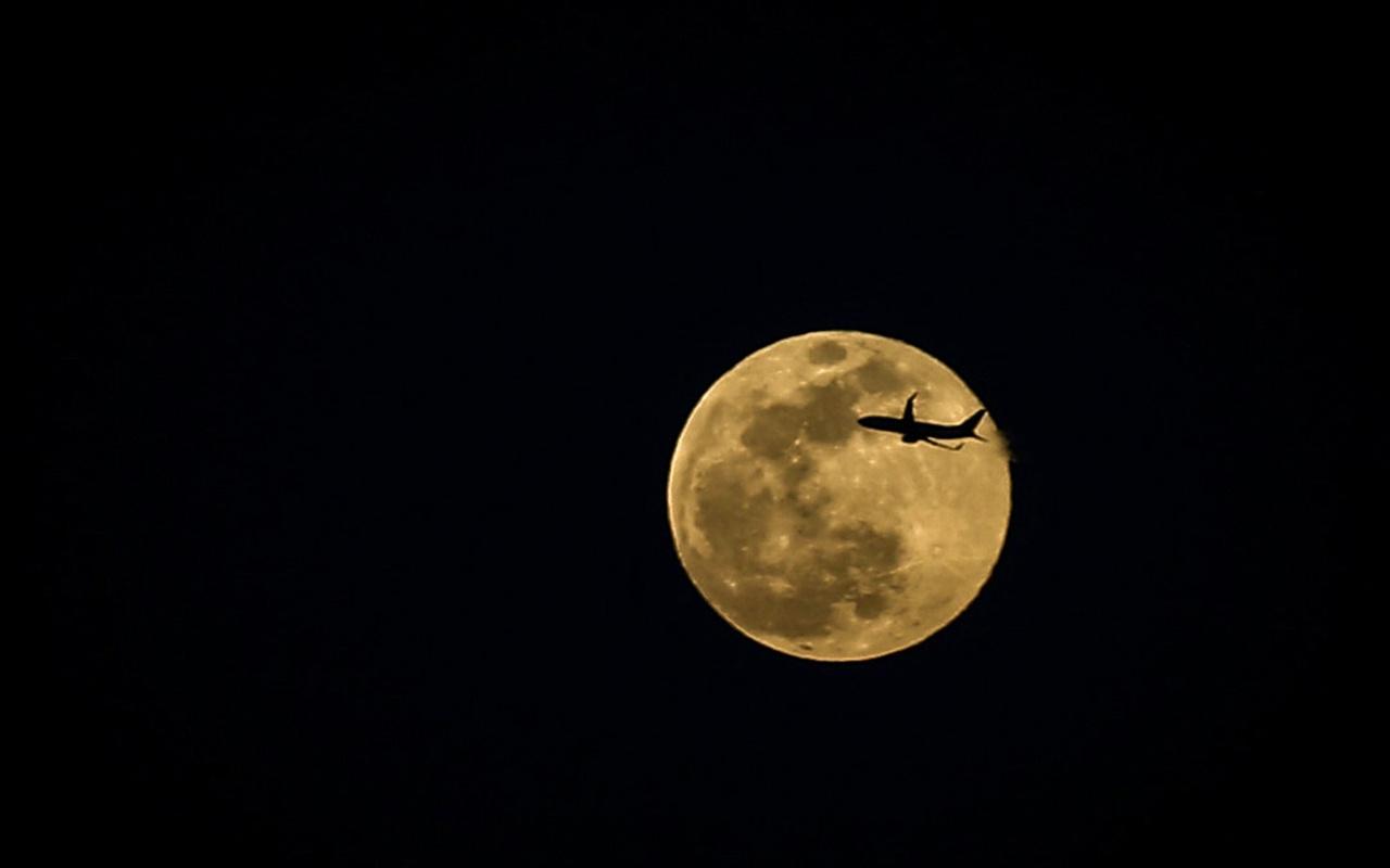 Süper Ay'ın burçlara etkileri Hande Kazanova dolunayı anlattı