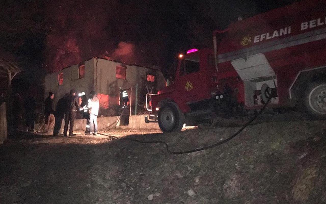 Karabük'te yangın! 2 katlı ev küle döndü