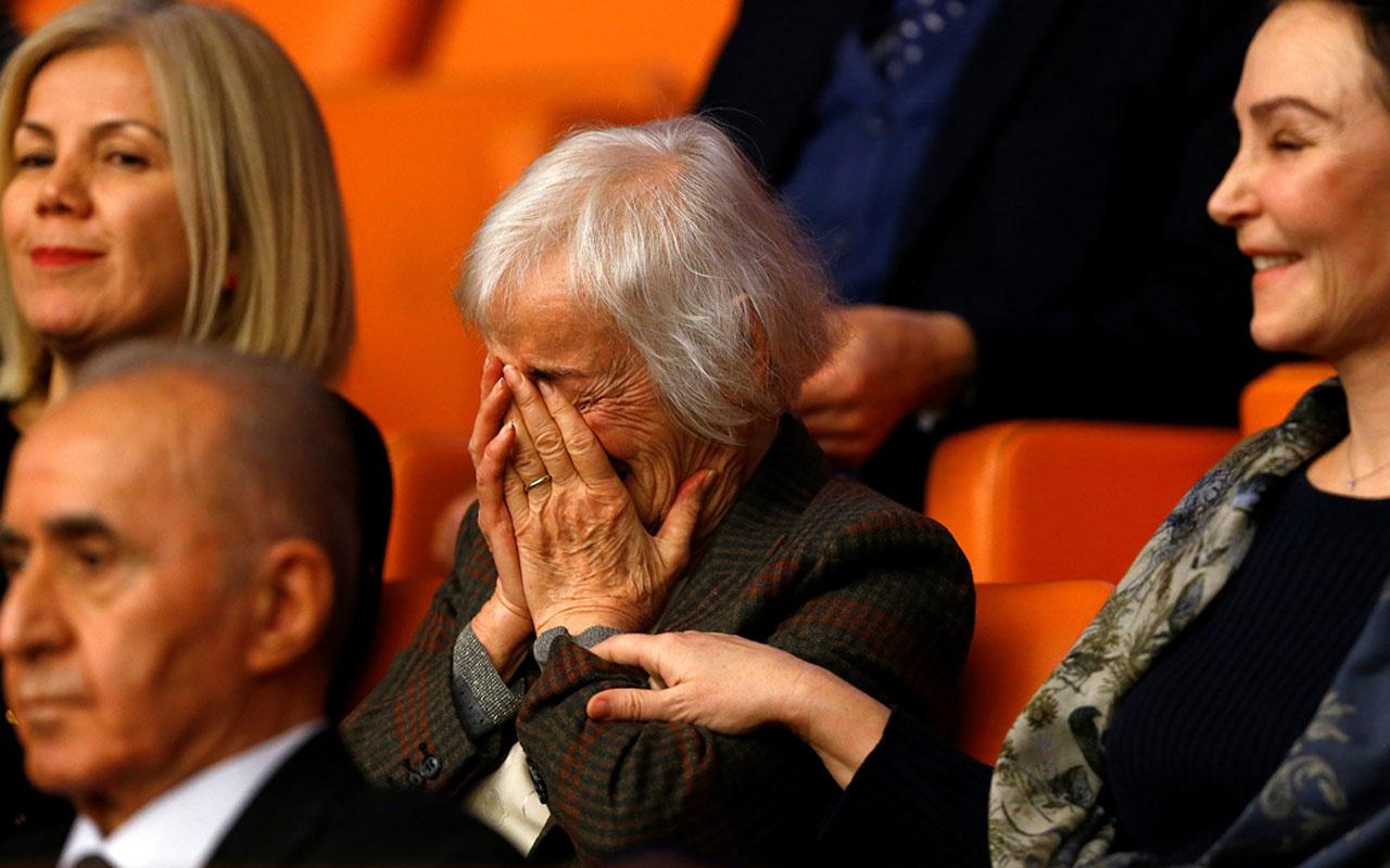 Deniz Baykal TBMM'de yemin ederken eşi Olcay Baykal gözyaşlarına boğuldu