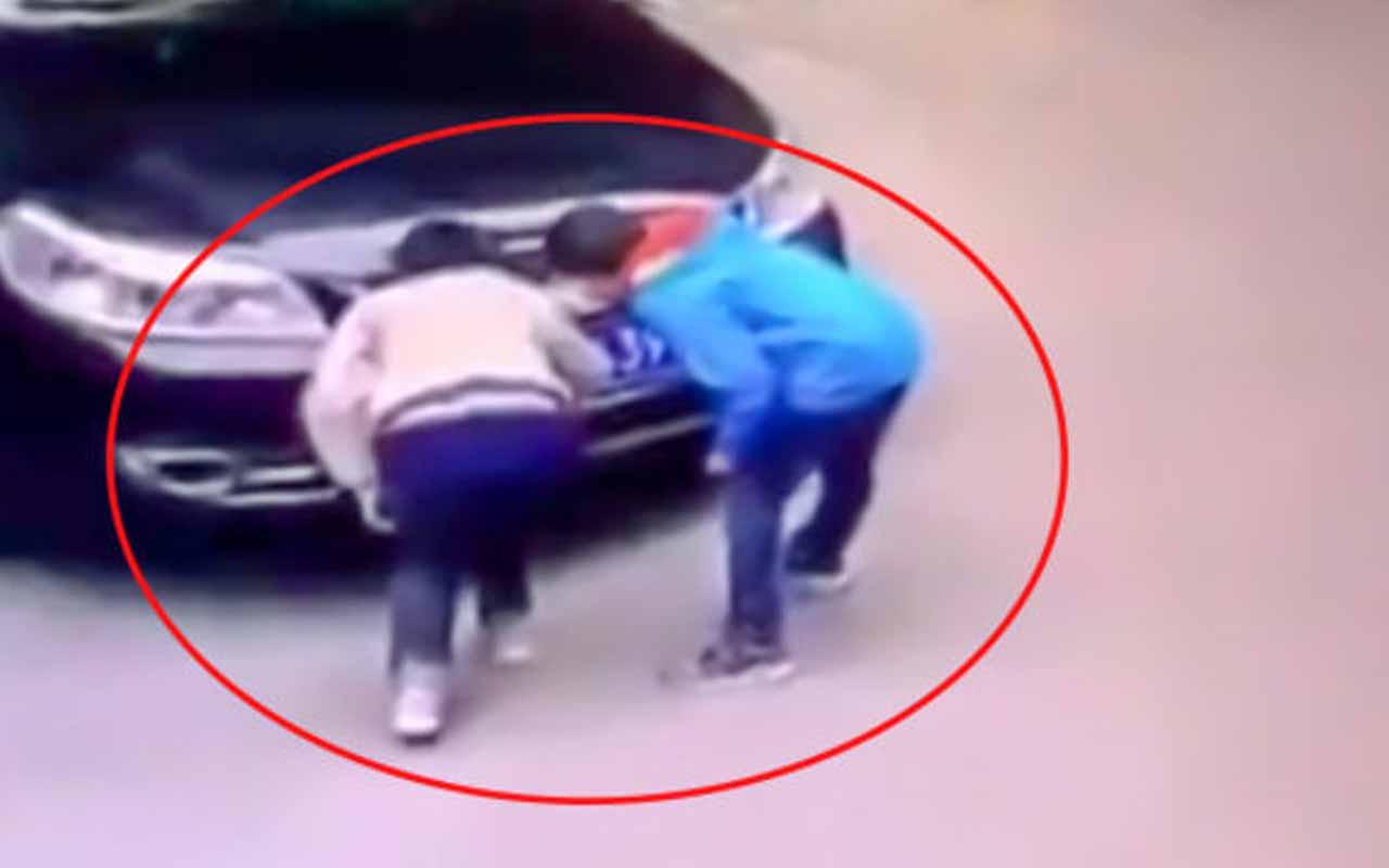 İki çocuk arabayı böyle yaktı