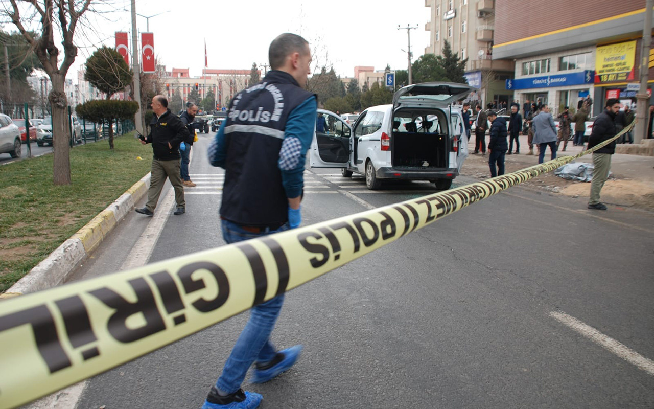Mardin'de kırmızı ışıkta bekleyen araca silahlı saldırı: 1 ölü, 4 yaralı