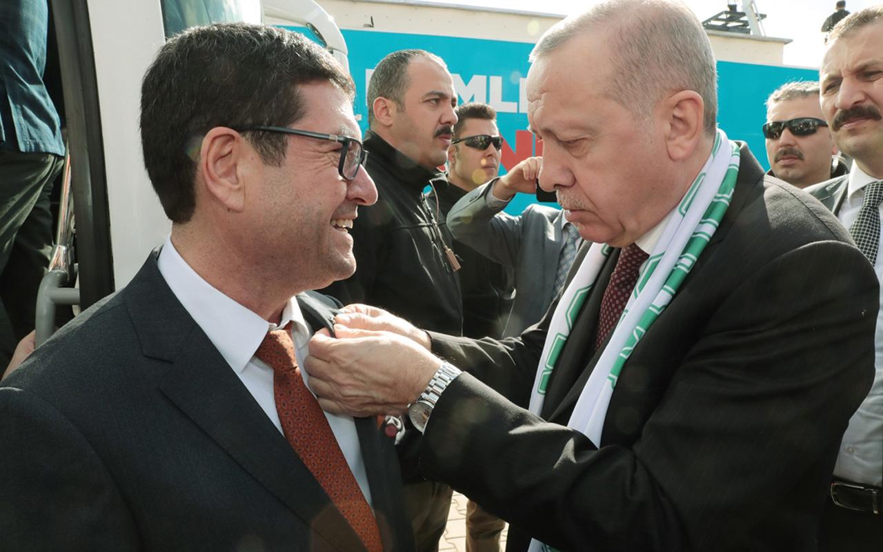 CHP'den ayrılarak AK Parti'ye geçen Barış Saylak'ın rozetini Cumhurbaşkanı Erdoğan taktı