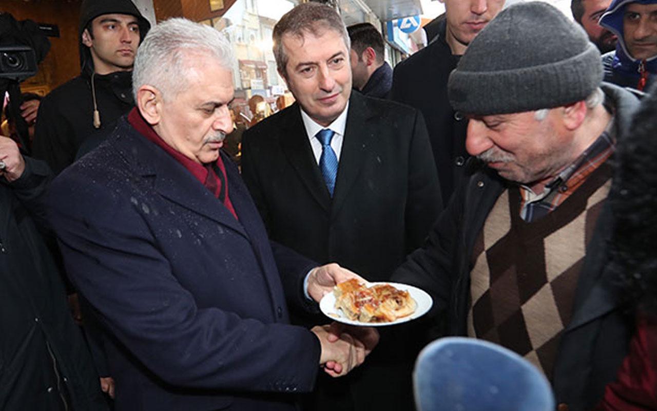 Yıldırım Sarıyer'de börek yedi, martılara simit attı