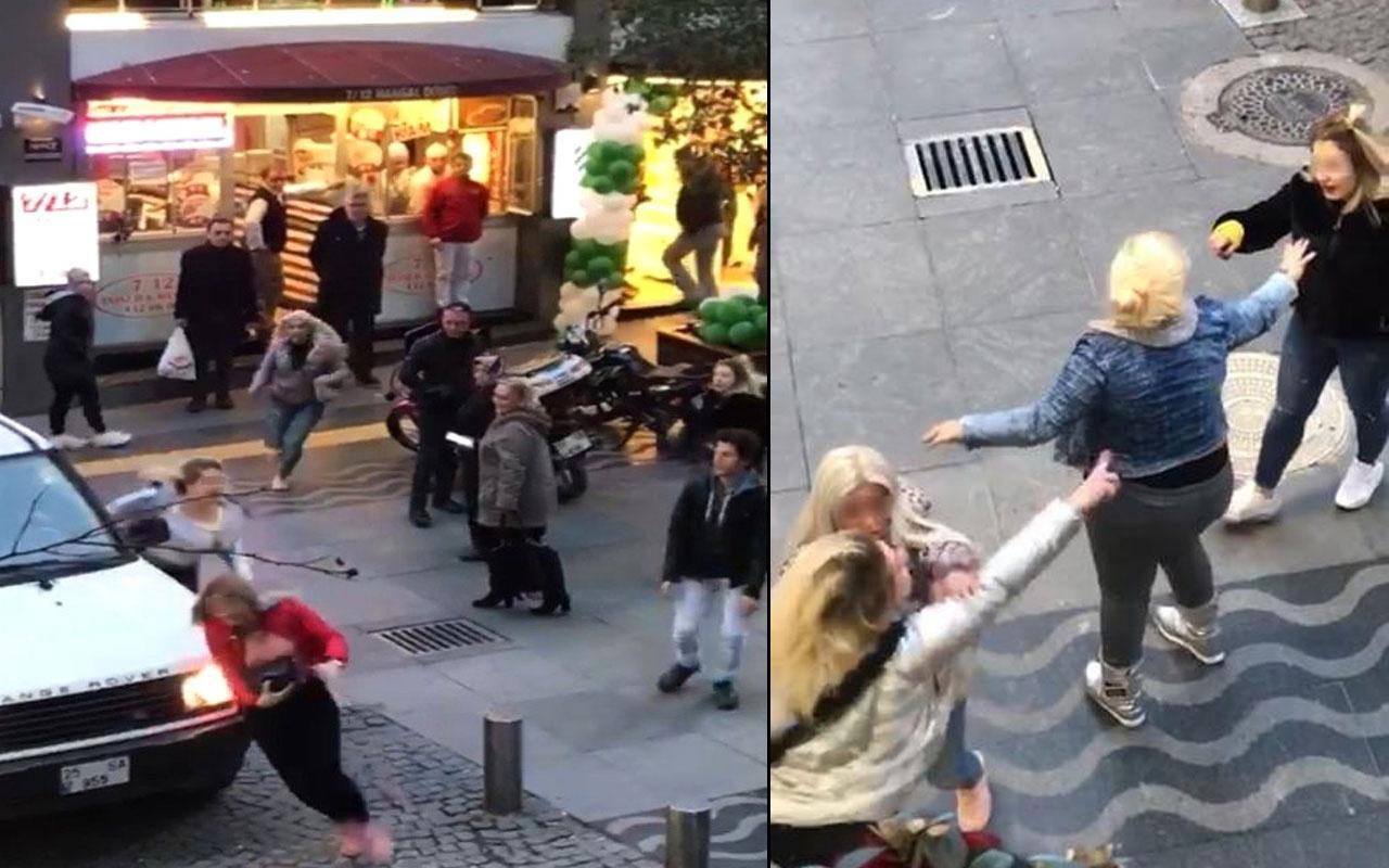 Kızlar cadde ortasında birbirine girdi!
