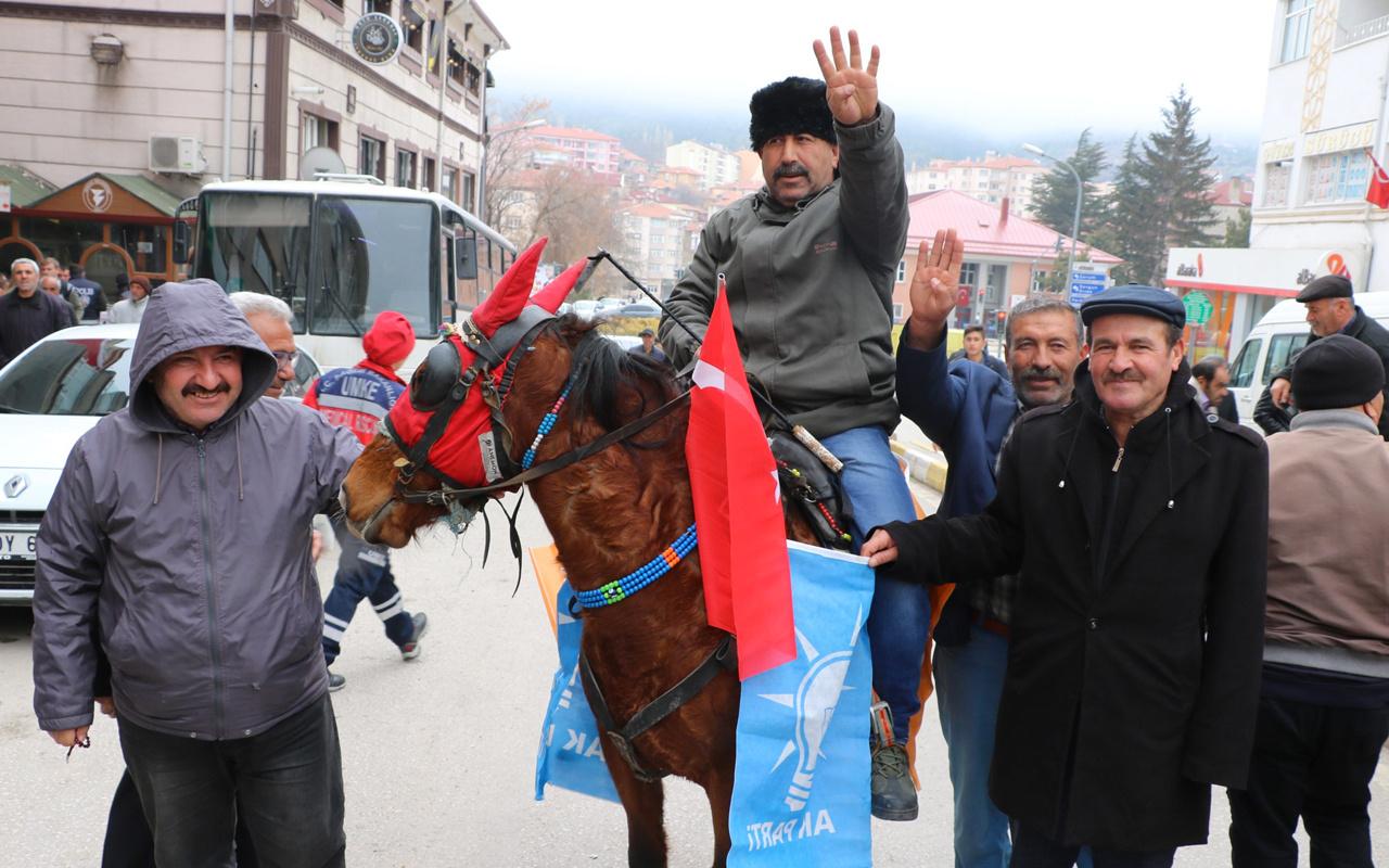 Mitinge atıyla geldi, polis engeline takıldı!