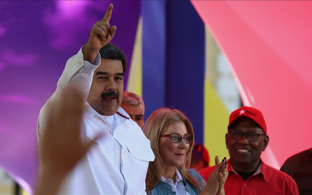 Amerikalı senatörden Maduro'ya Kaddafi fotoğrafıyla tehdit