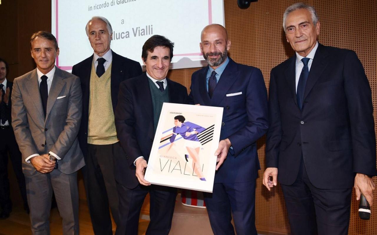 Vialli'ye 'Futbolun Güzeli' ödülü verildi