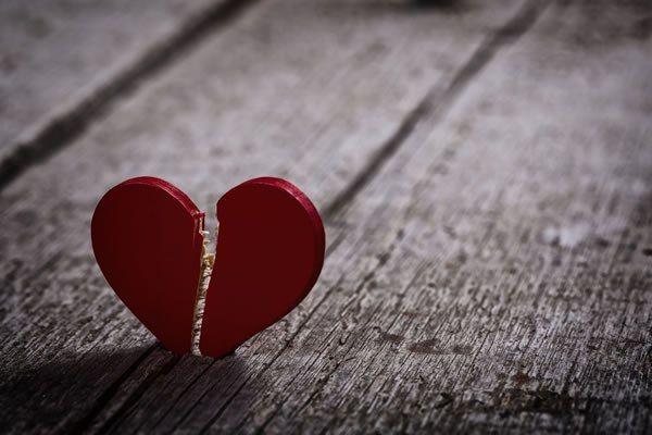 Kırık kalp sendromu şiddetli ağrıyla başlıyor! Aldatma, ölüm, kaza...
