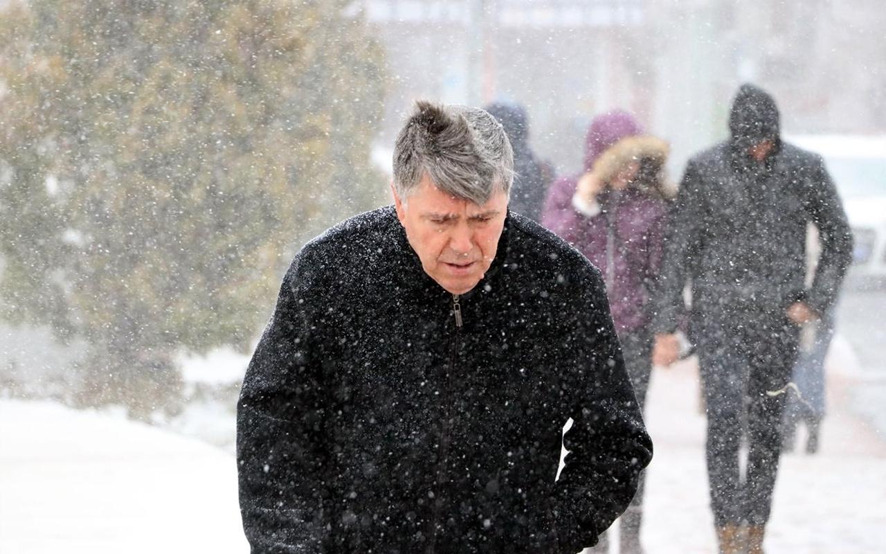 Bolu'da kar başladı saatlik hava durumu fena!