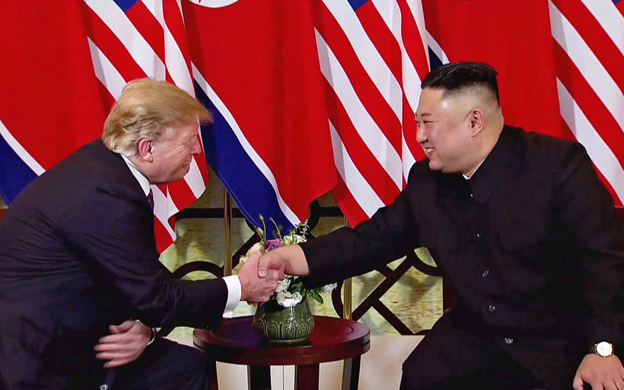 Vietnam'da tarihi zirve Donald Trump Kim Jong bir araya geldi!