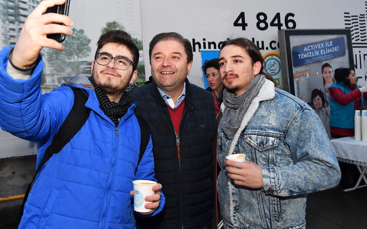 Maltepe Belediye Başkanı Ali Kılıç metroda çorba ikram etti