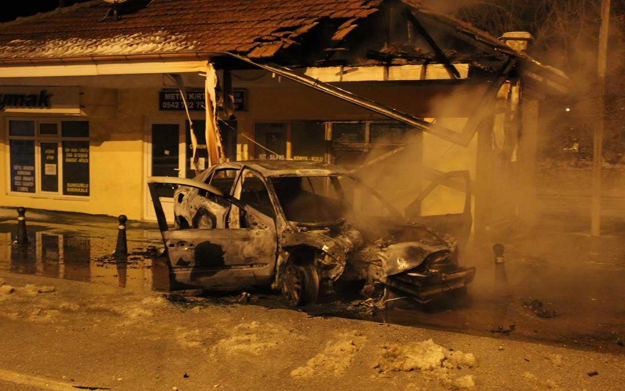 Karaman'da feci kaza! Alev topuna dönen araçtan son anda çıkarıldılar