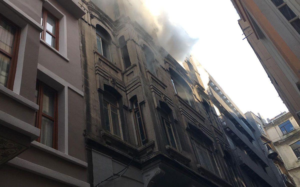 Beyoğlu'nda korkutan yangın! 4 kişi öldü - Sayfa 3