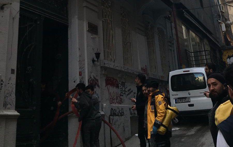 Beyoğlu'nda korkutan yangın! 4 kişi öldü - Sayfa 6