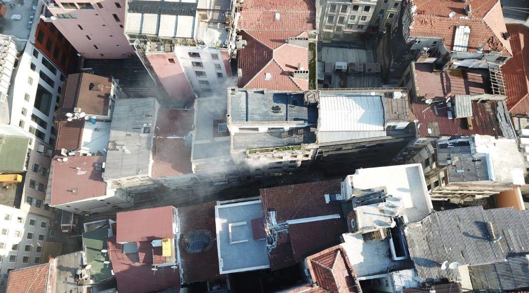 Beyoğlu'nda korkutan yangın! 4 kişi öldü - Sayfa 2