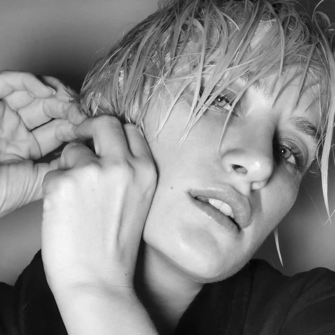 Seksi model Didem Soydan'ın gece gezmesi 'Tuvaleti' olay oldu - Sayfa 14