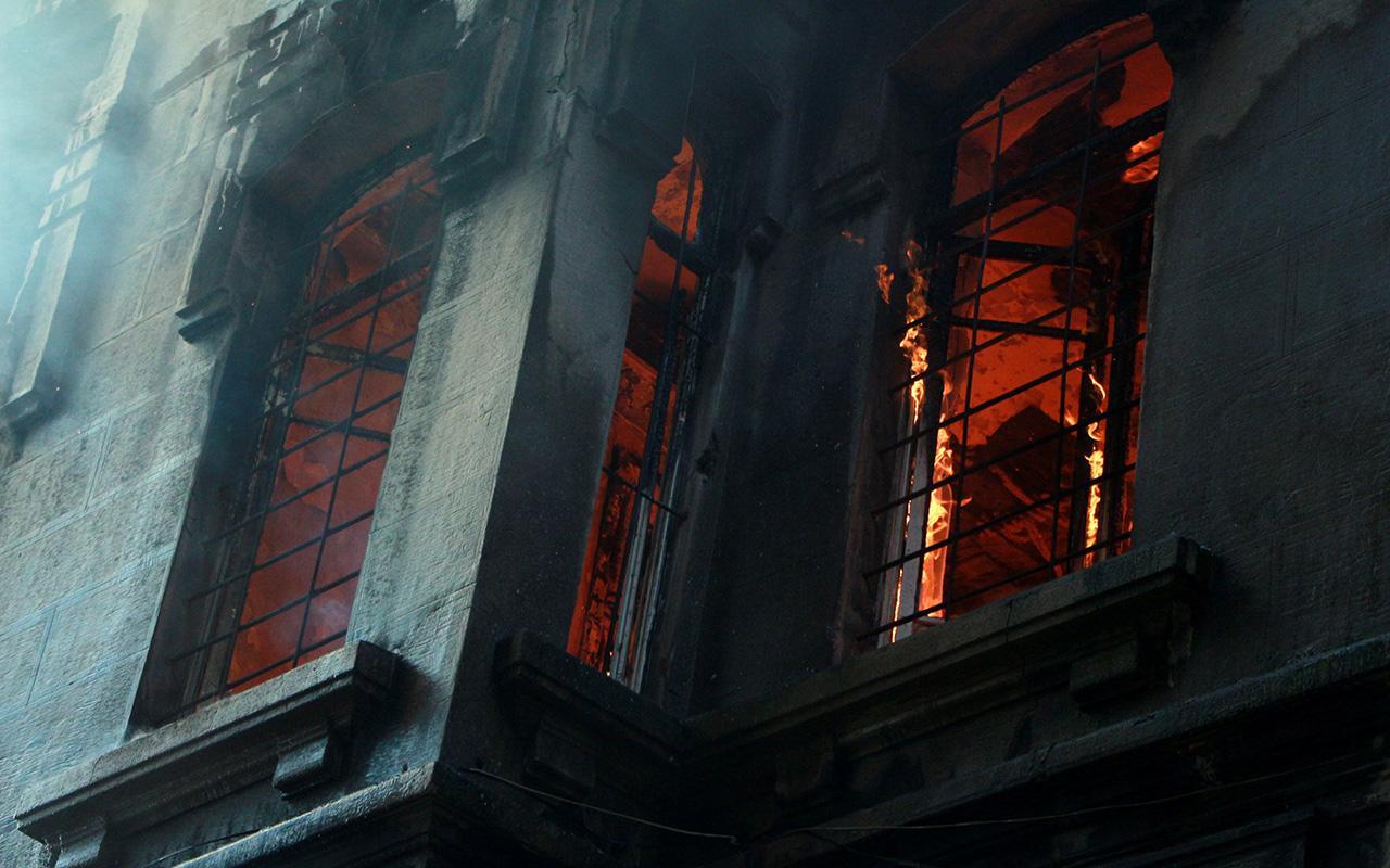 Beyoğlu'ndaki yangına ilişkin valilik açıklaması: 1 kişi gözaltına alındı!