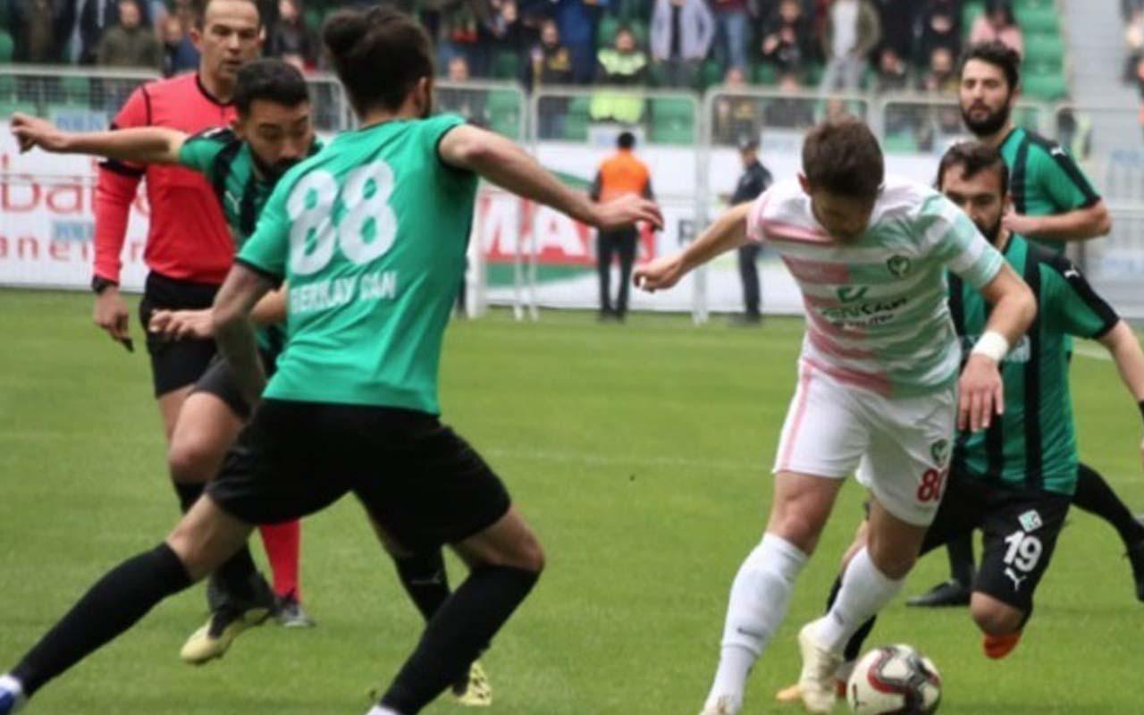 Sakaryasporlu futbolcular Mansur Çalar'dan şikayetçi oldu