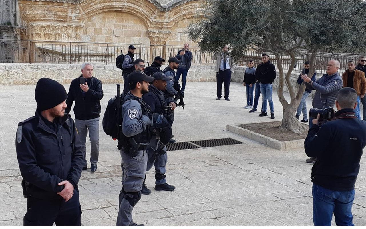 Fanatik Yahudiler yine Mescid-i Aksa'yı bastı