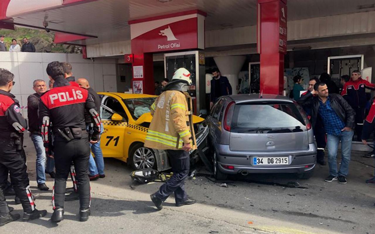 Üsküdar'da zincirleme trafik kazası: 5 yaralı