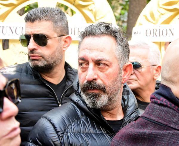 Zafer Çika'nın cenaze töreni eşi Demet Akbağ ve oğlu perişan halde - Sayfa 20