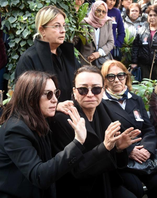Zafer Çika'nın cenaze töreni eşi Demet Akbağ ve oğlu perişan halde - Sayfa 11