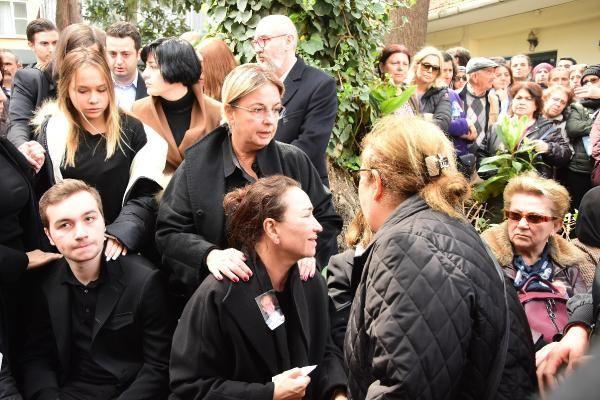 Zafer Çika'nın cenaze töreni eşi Demet Akbağ ve oğlu perişan halde - Sayfa 14