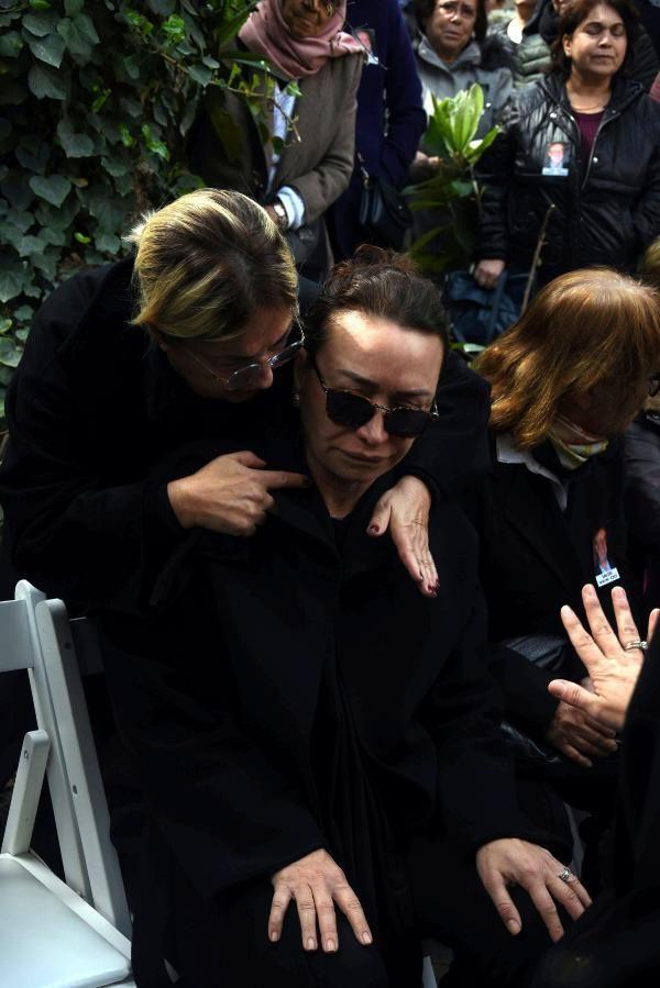 Zafer Çika'nın cenaze töreni eşi Demet Akbağ ve oğlu perişan halde - Sayfa 17