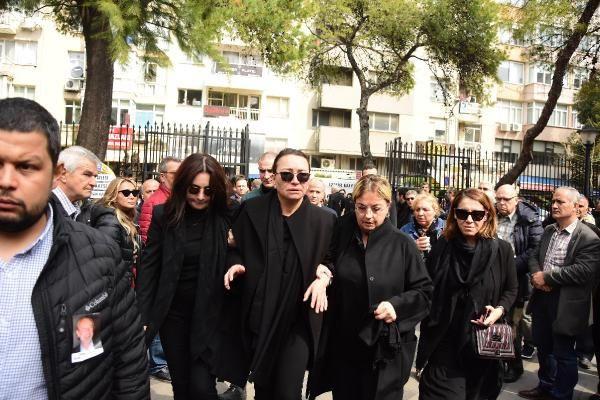 Zafer Çika'nın cenaze töreni eşi Demet Akbağ ve oğlu perişan halde - Sayfa 18