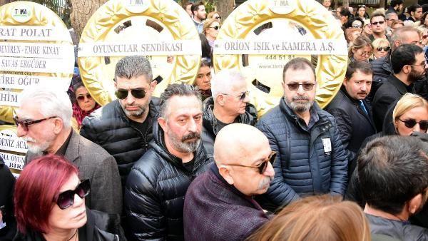 Zafer Çika'nın cenaze töreni eşi Demet Akbağ ve oğlu perişan halde - Sayfa 22