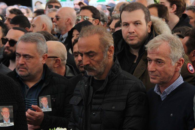 Demet Akbağ eşi Zafer Çika'nın cenazesinde ağlayarak Ata Demirer'in eline sarıldı - Sayfa 8
